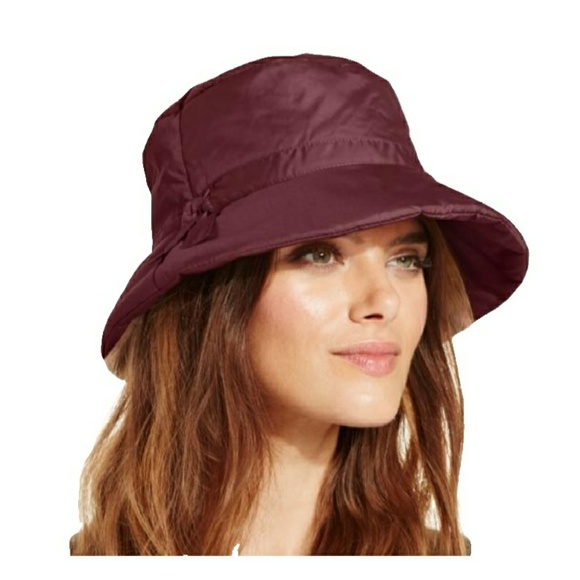 fe6a1a9395896 Nine West women s Packable Quilted Bucket Rain Hat